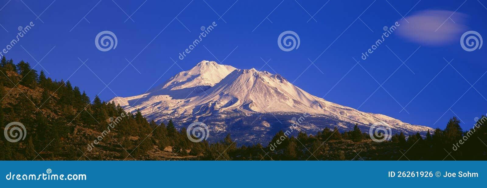 Zet Shasta bij Zonsopgang op