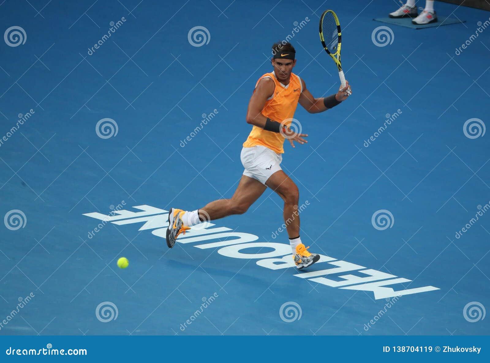 Zeventien keer Grand Slam-kampioen Rafael Nadal van Spanje in actie tijdens zijn halve finalegelijke bij het Australian Open van