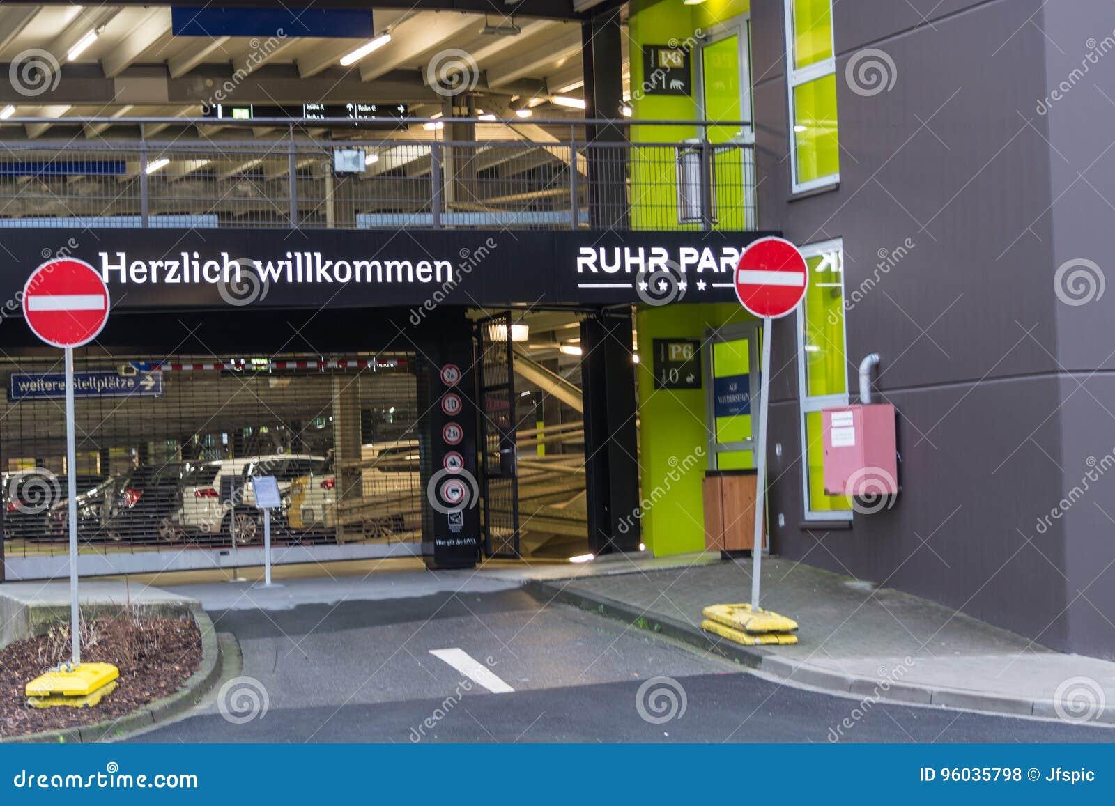 Zewnętrzny wejście centrum handlowego Ruhr park