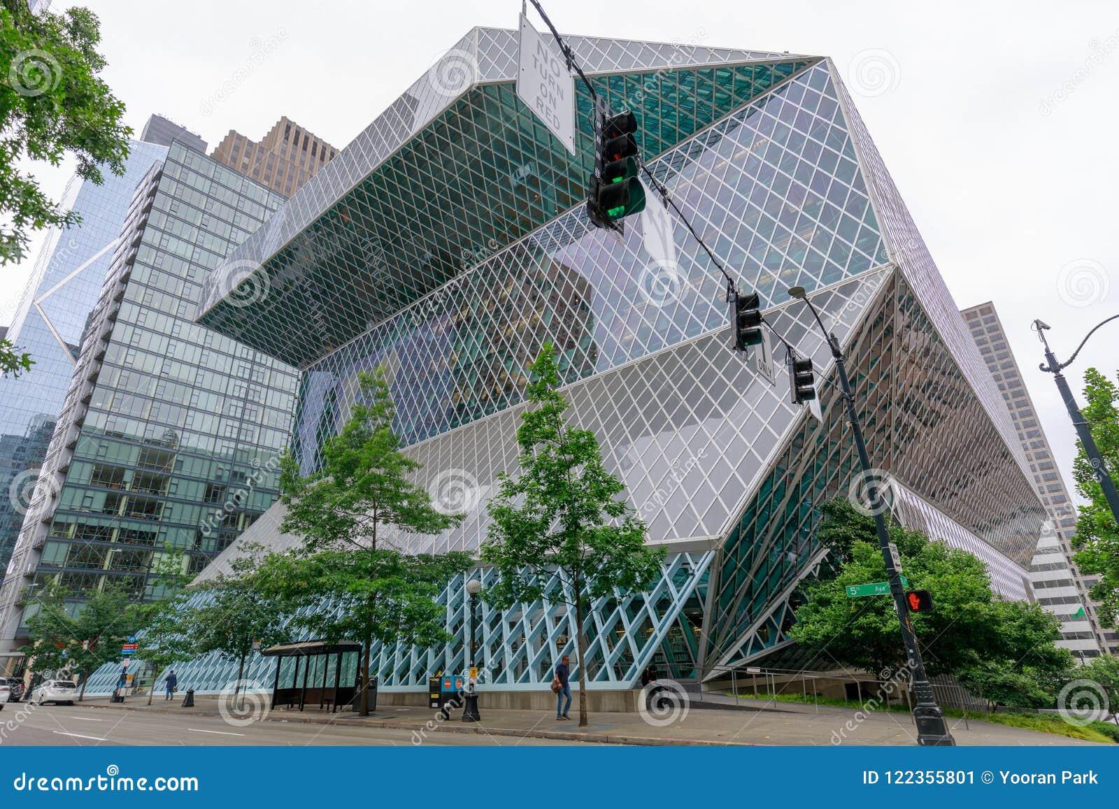 Zewnętrzny widok Seattle Środkowa biblioteka, punktu zwrotnego szklany budynek w Seattle