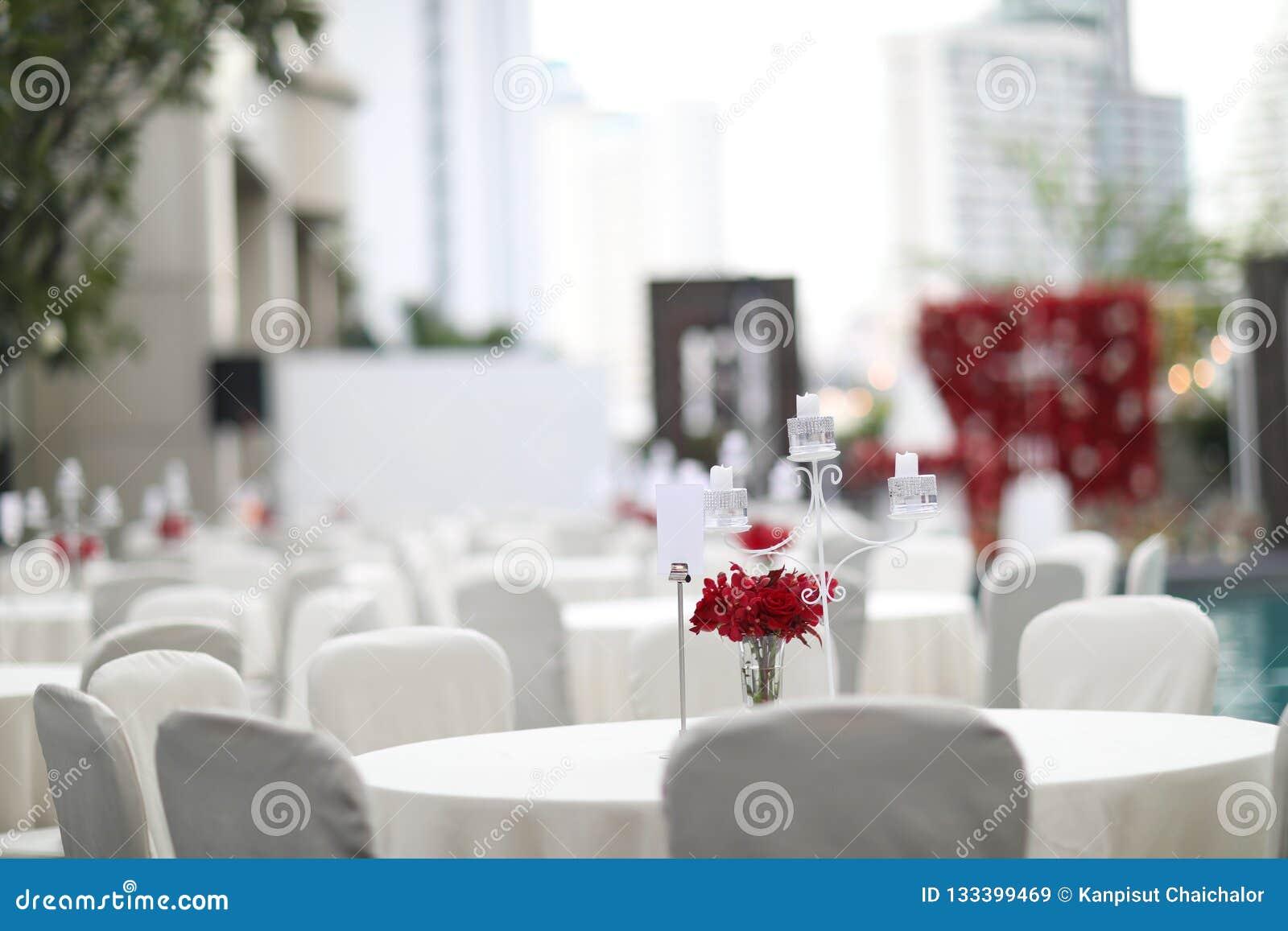 Zgłasza set dla poślubiać lub innego catered wydarzenie gościa restauracji, luksusowy ślubu stołu położenie dla grzywny łomota pr