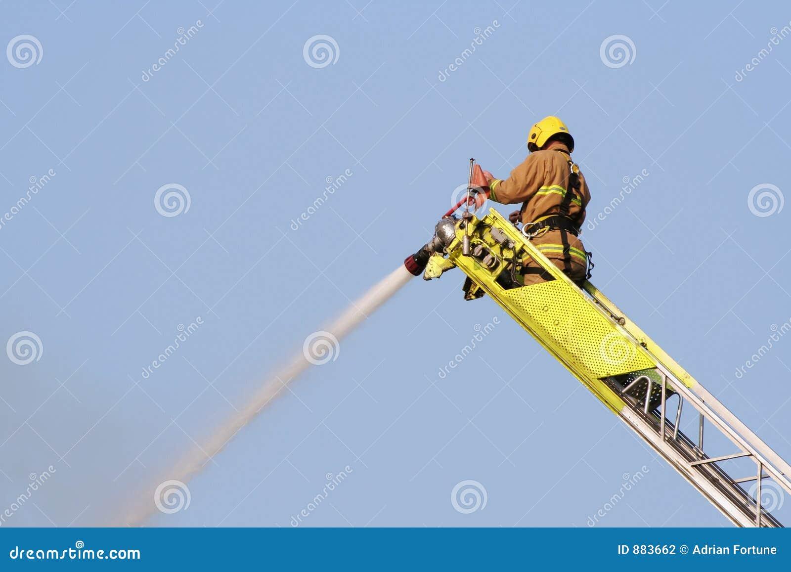 Zgaście ogień strażaka