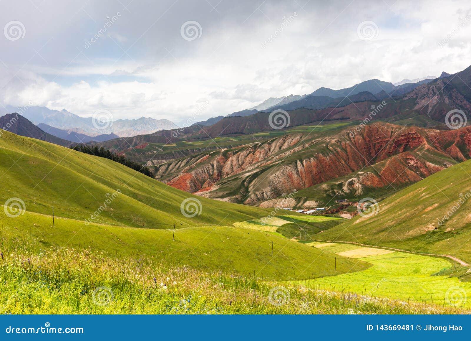 Zhuoer góra przed burzą, Qilian okręgu administracyjnego, Qinghai prowincja