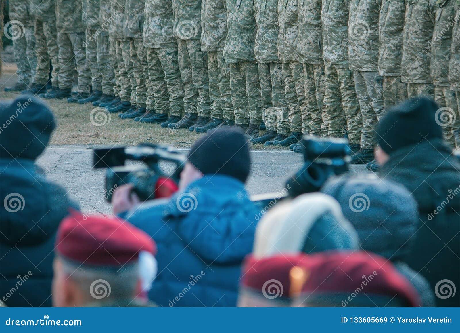 Zhytomyr, de Oekraïne - November 21, 2018: President Poroshenko bezocht opleidingscentrum van luchtlandingstroepen