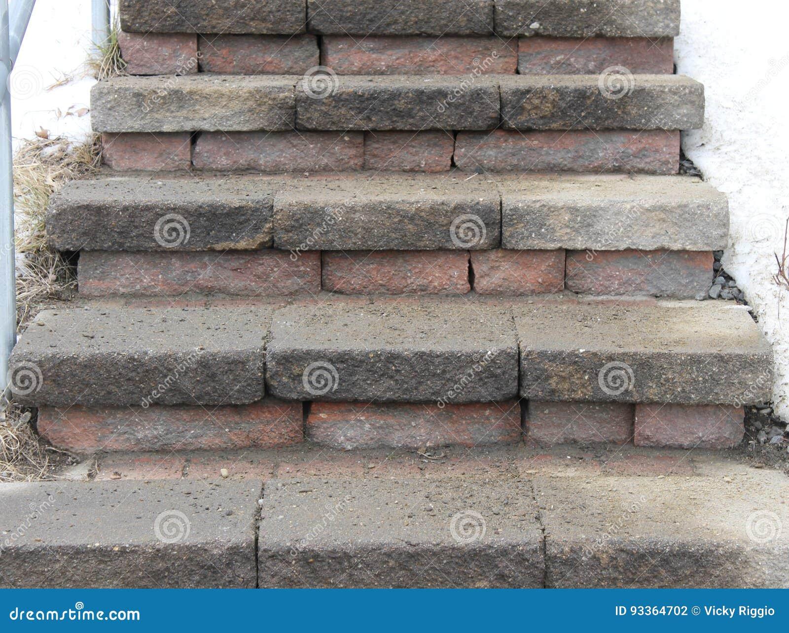 Ziegelstein-und Stein-Treppe Stockfoto - Bild von schnee ...