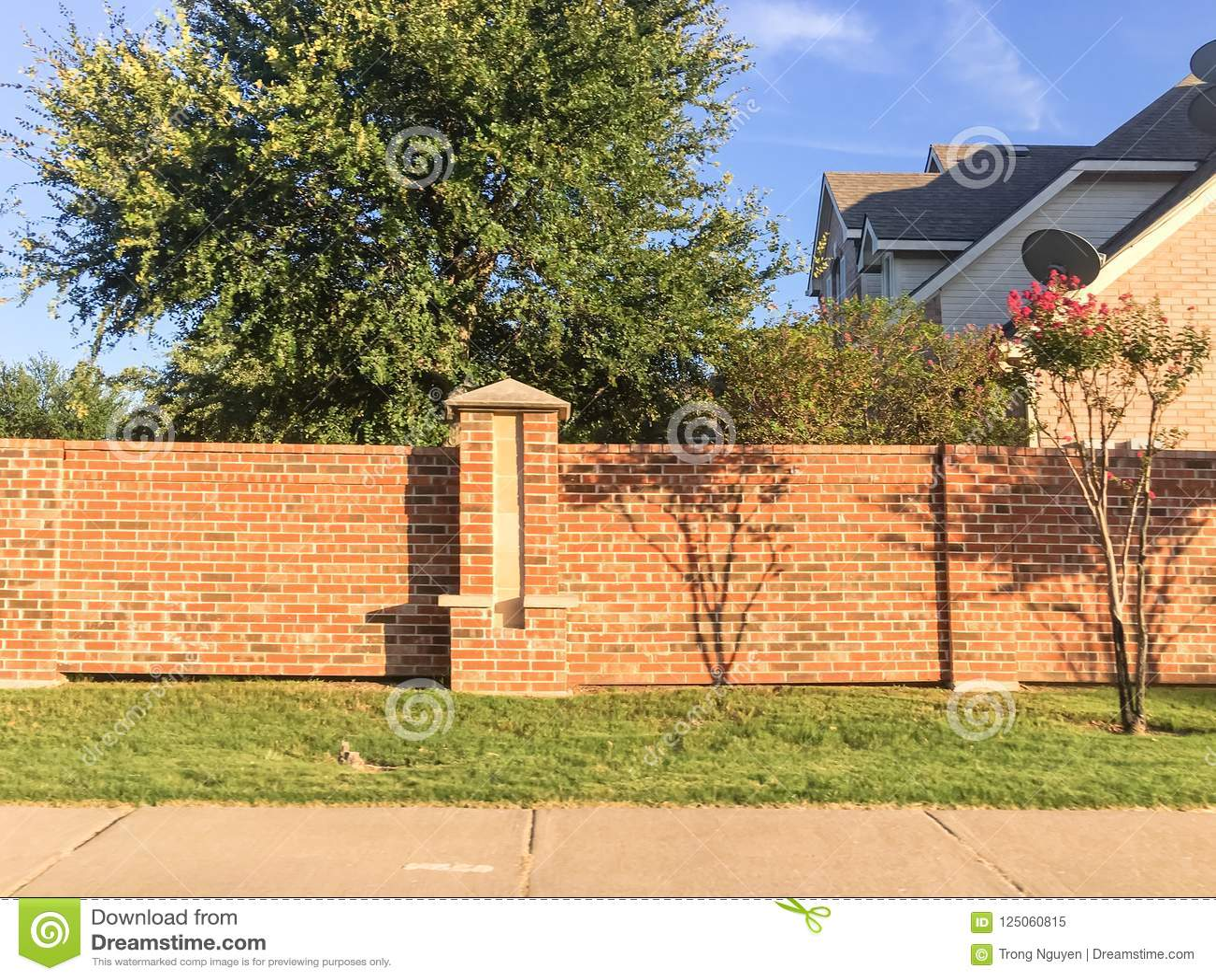 Ziegelsteinschirm ummauert Wohnhäuser im Dallas-Fort wert Bereich,