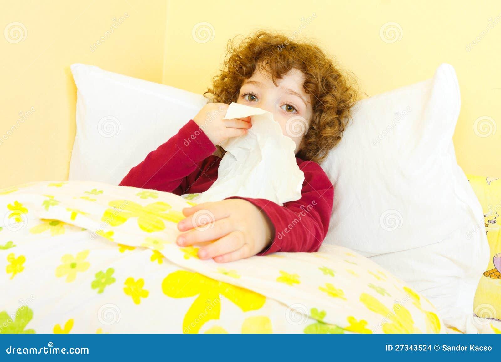 Ziek kind in bed dat haar neus blaast stock afbeeldingen afbeelding 27343524 - Bed dat rangschikt ...