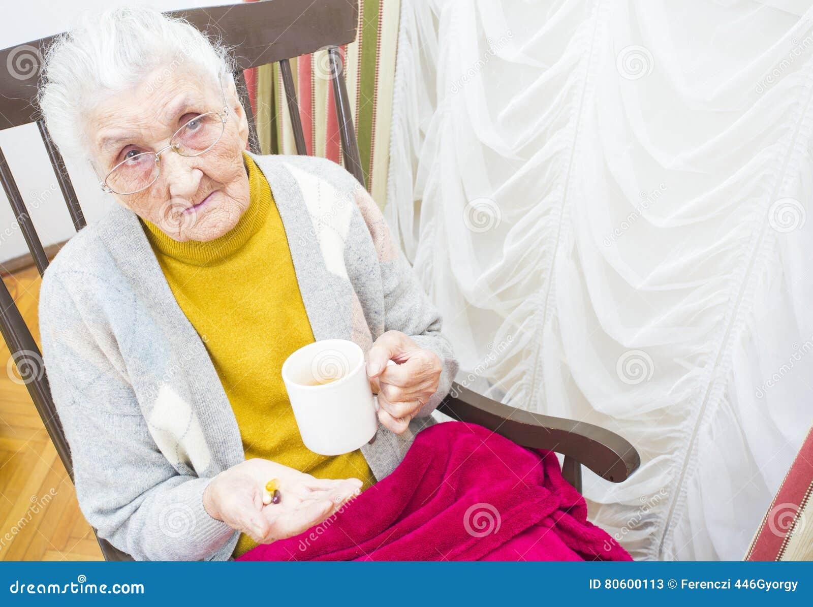 Zieke oude dame