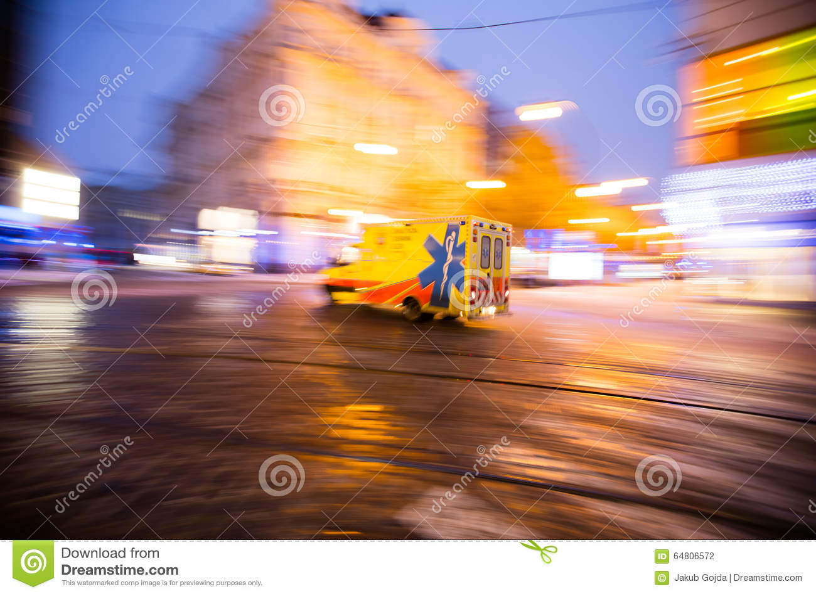 Ziekenwagen op Noodsituatie bij stad, onduidelijk beeldmotie