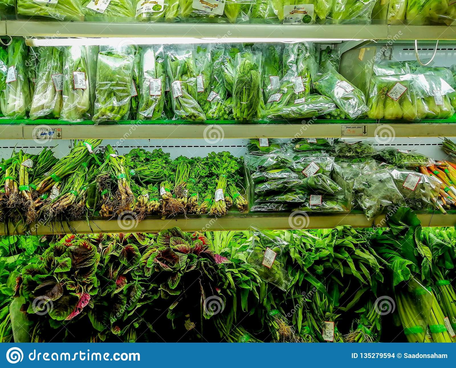 Zieleni warzywa dla sprzedaży