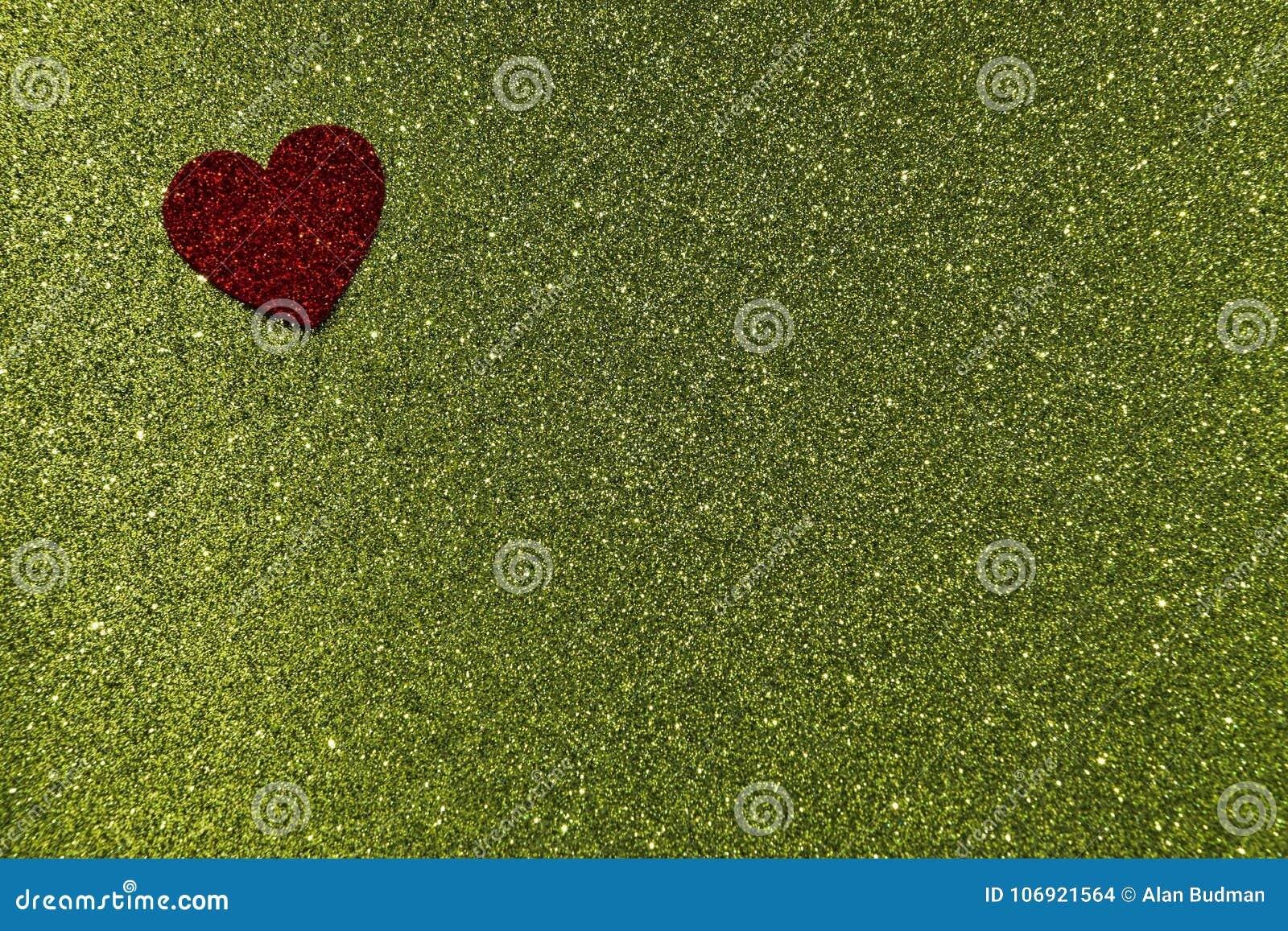 Zielona tła czerwony serca