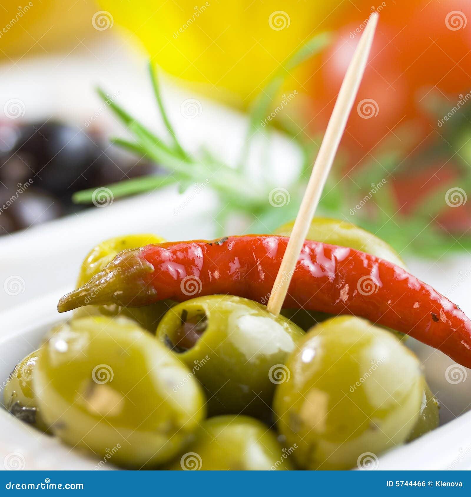 Zielone i czarny oliwki