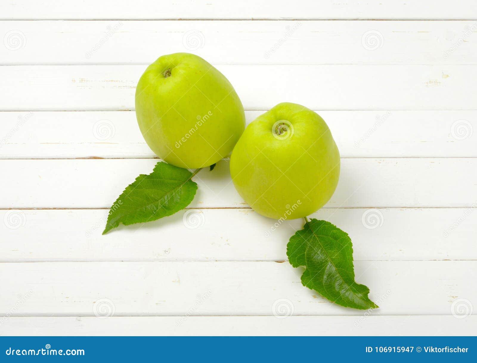 Zielone jabłka dwa