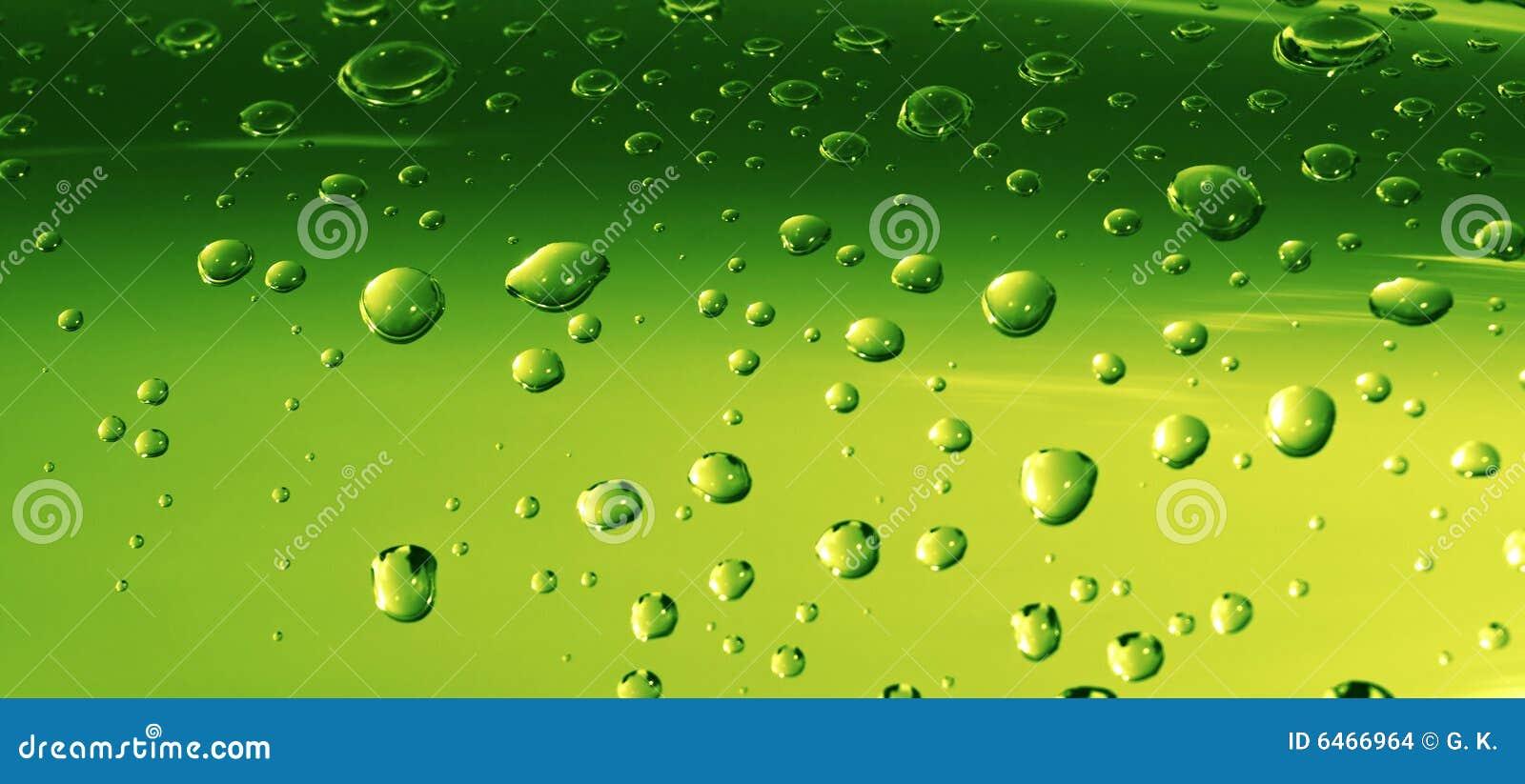 Zielone krople wody powierzchniowe