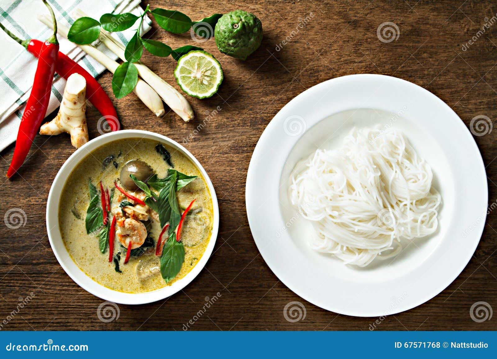 Zielony Curry Z Krewetkowymi I Ryzowymi Kluskami Kuchnia Tajska