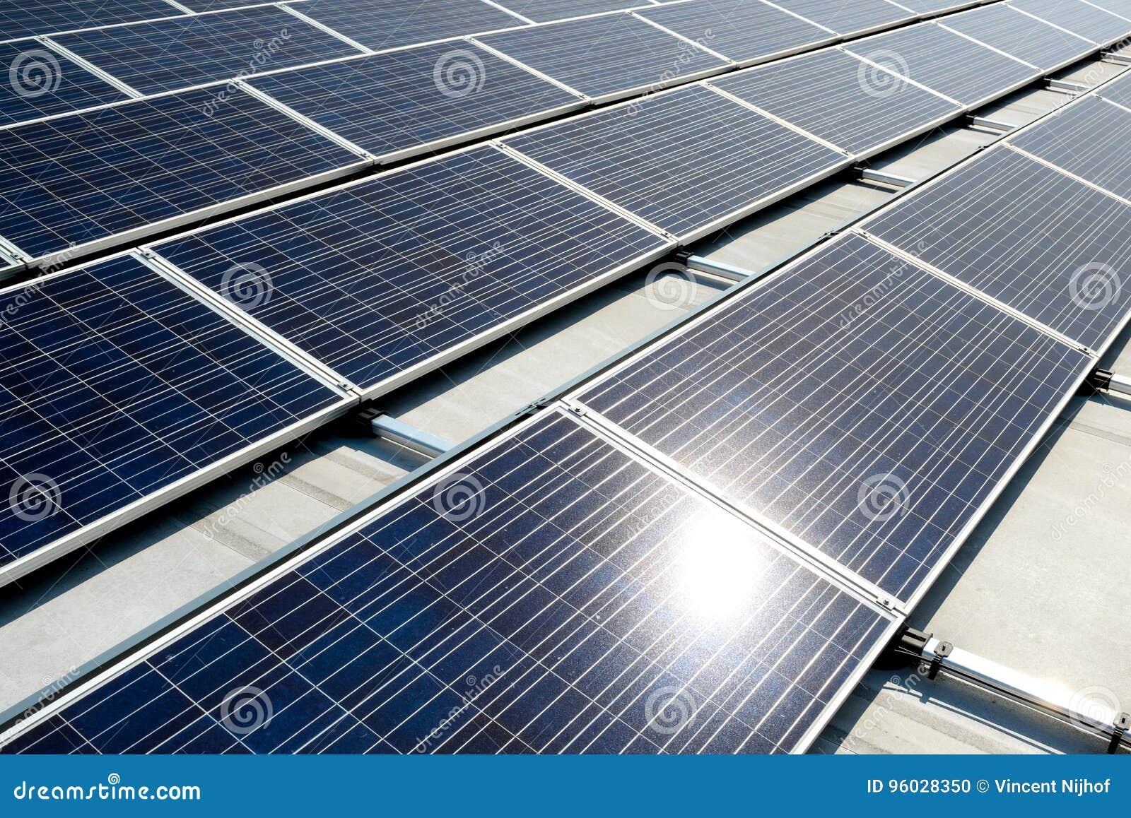 Zielony energia od panel słoneczny