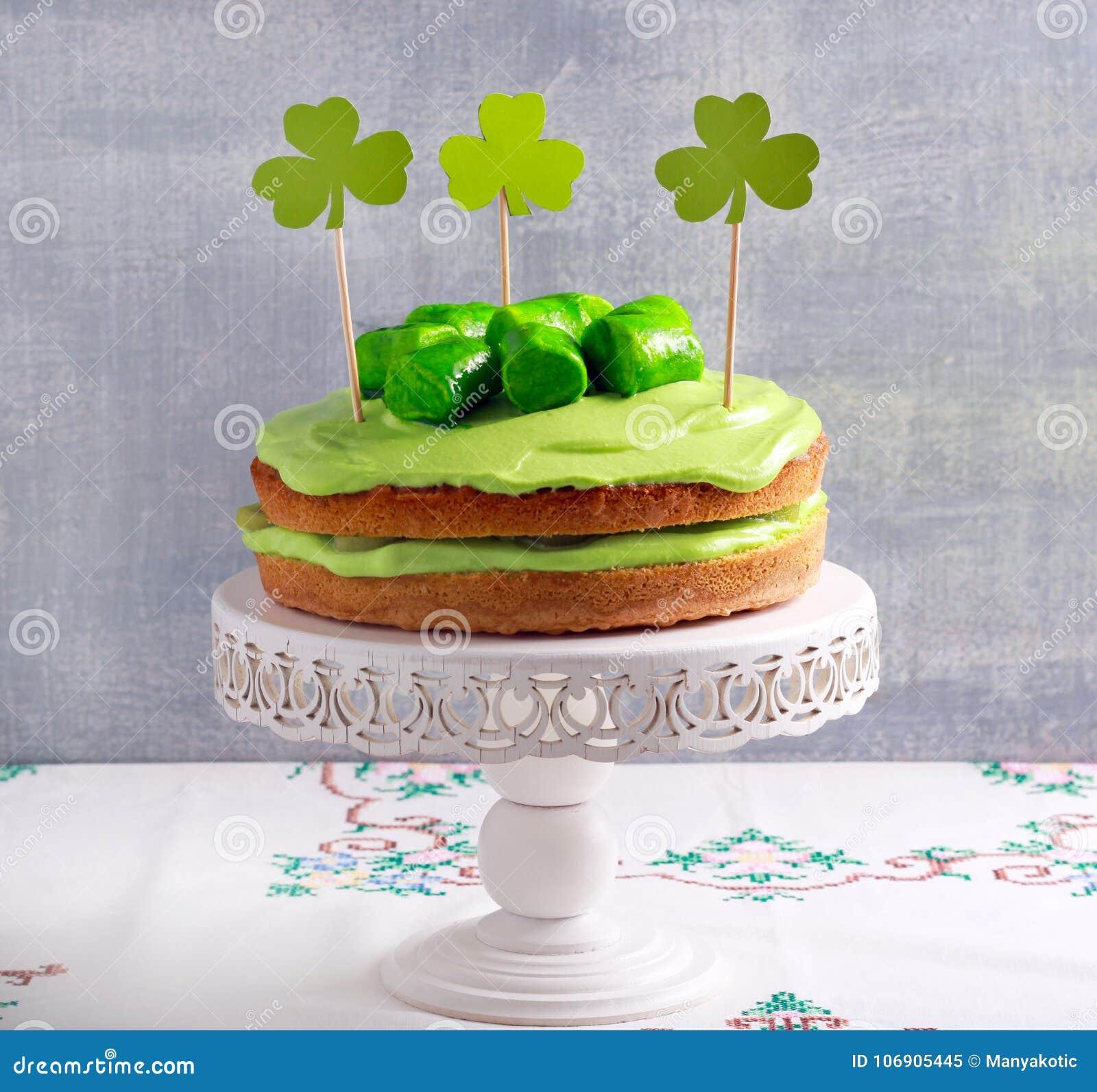 Zielony kanapka tort z śmietanką