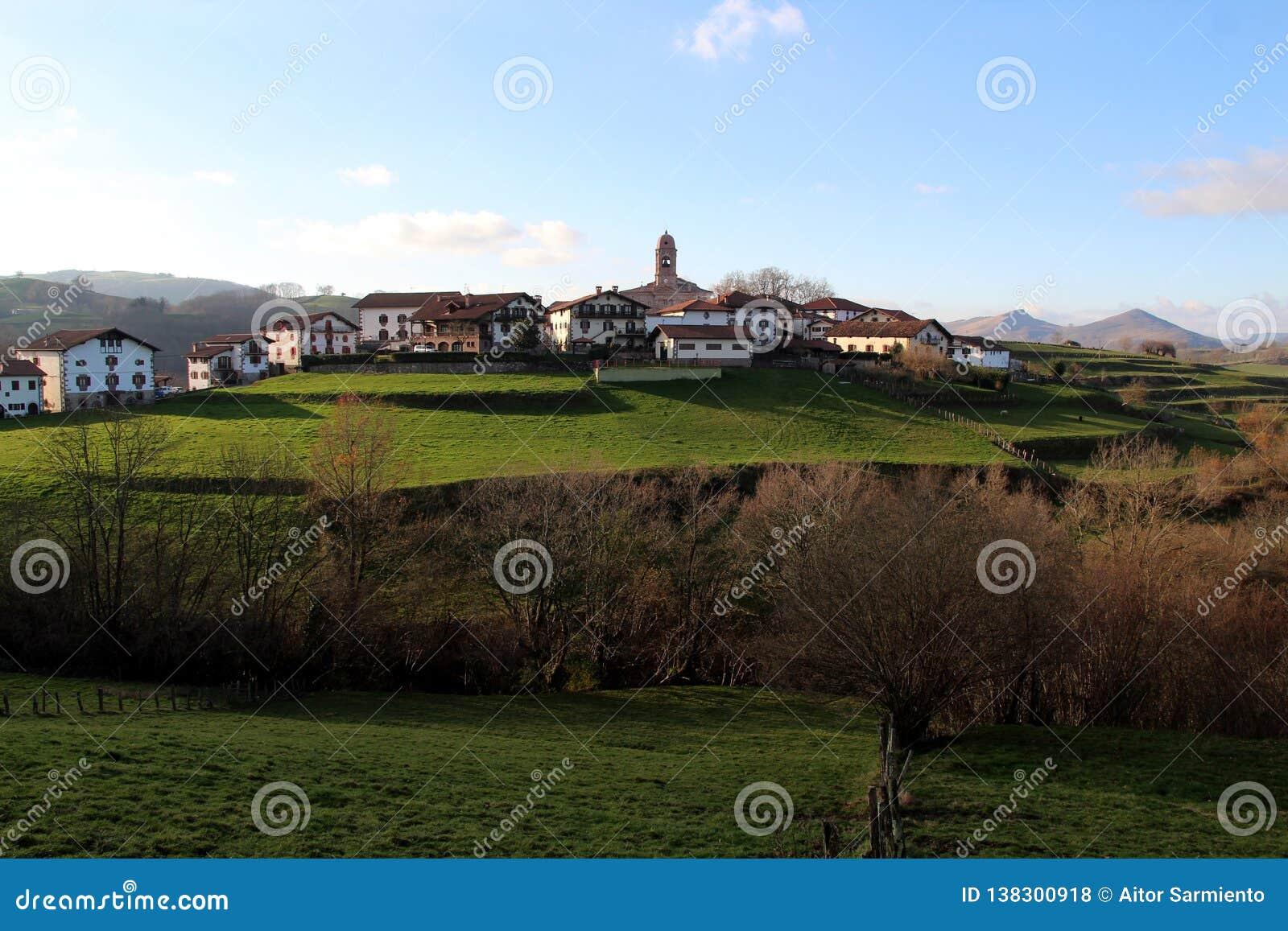 Ziga милая деревня устроенная удобно в долине Baztan navarre Испания