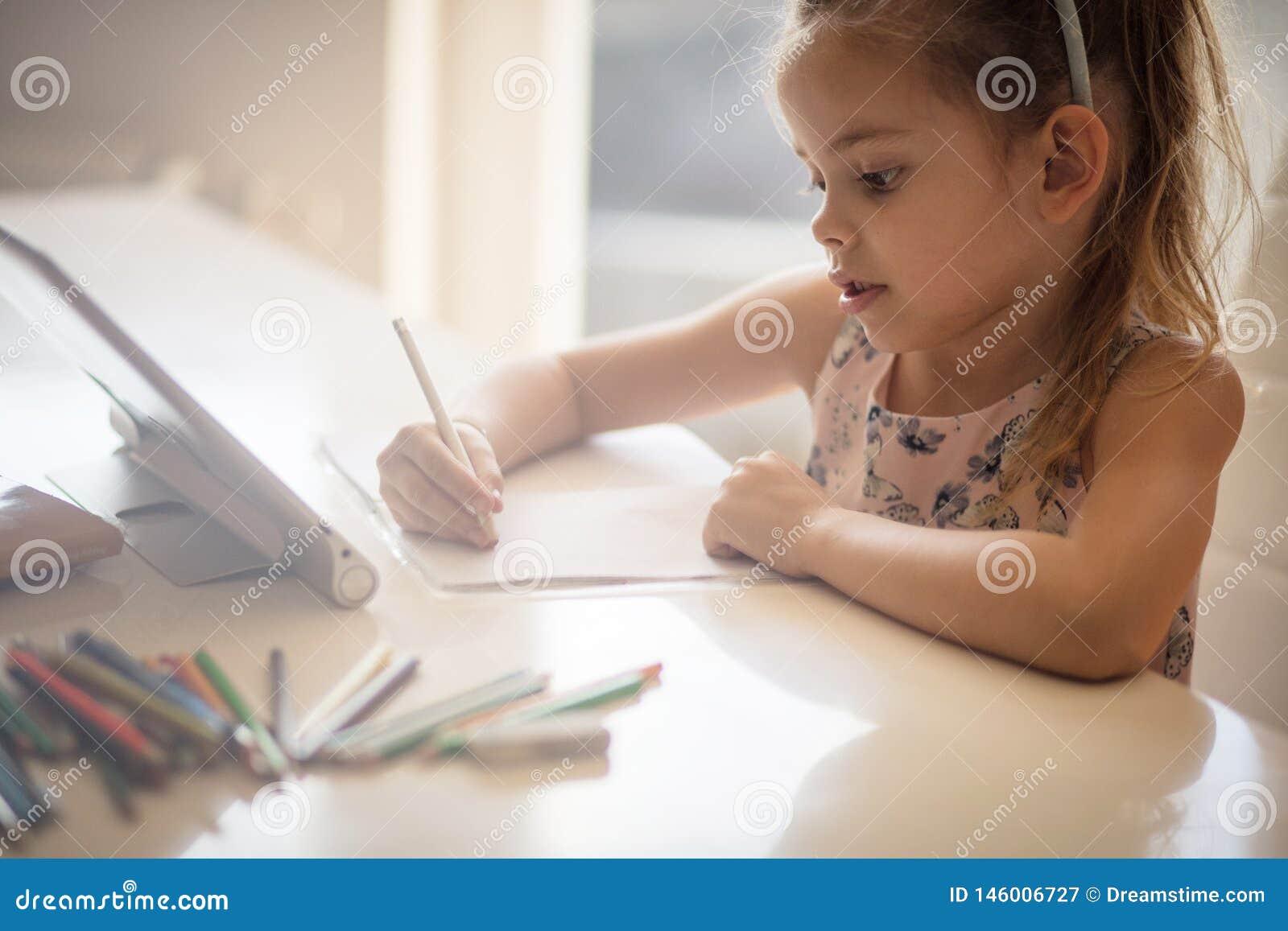 Zij is een ontluikende jonge kunstenaar