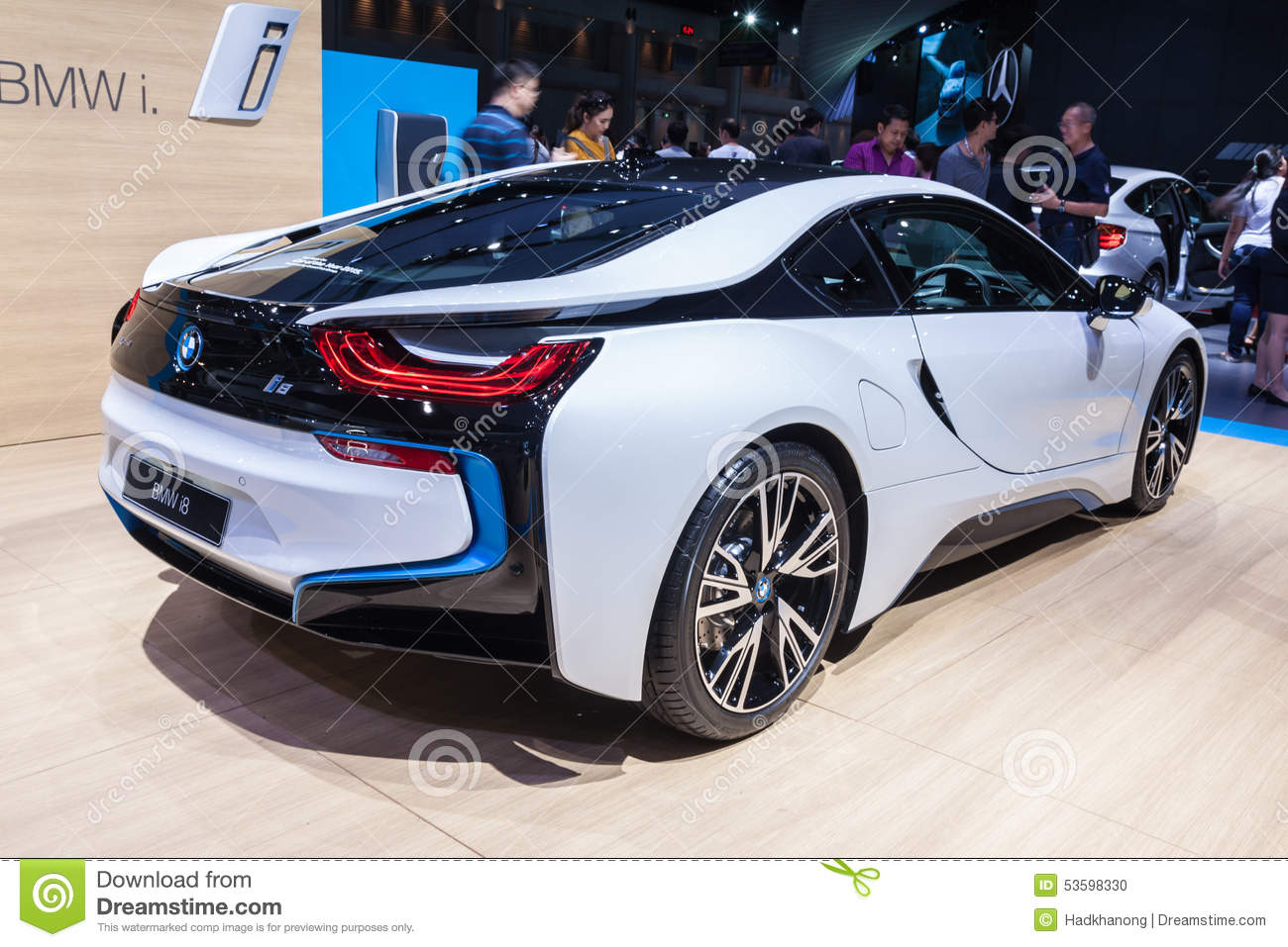 zijaanzicht van bmw i8 een insteek hybride sportwagen redactionele afbeelding afbeelding 53598330. Black Bedroom Furniture Sets. Home Design Ideas
