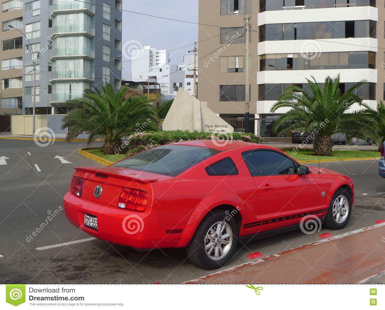 Zijaanzicht van de Verjaardagsuitgave van Ford Mustang vijfenveertigste