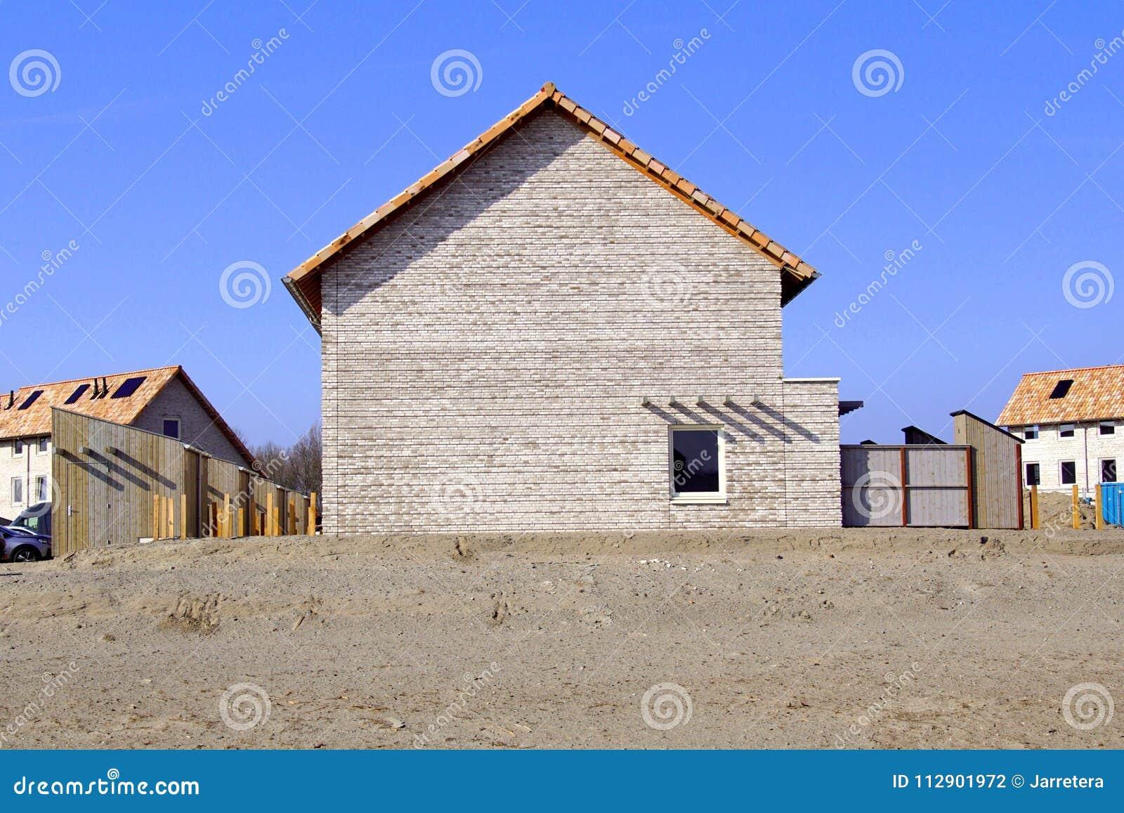 Een Nieuw Huis : Zijaanzicht van een nieuw huis op huisbouwwerf duin almere poort