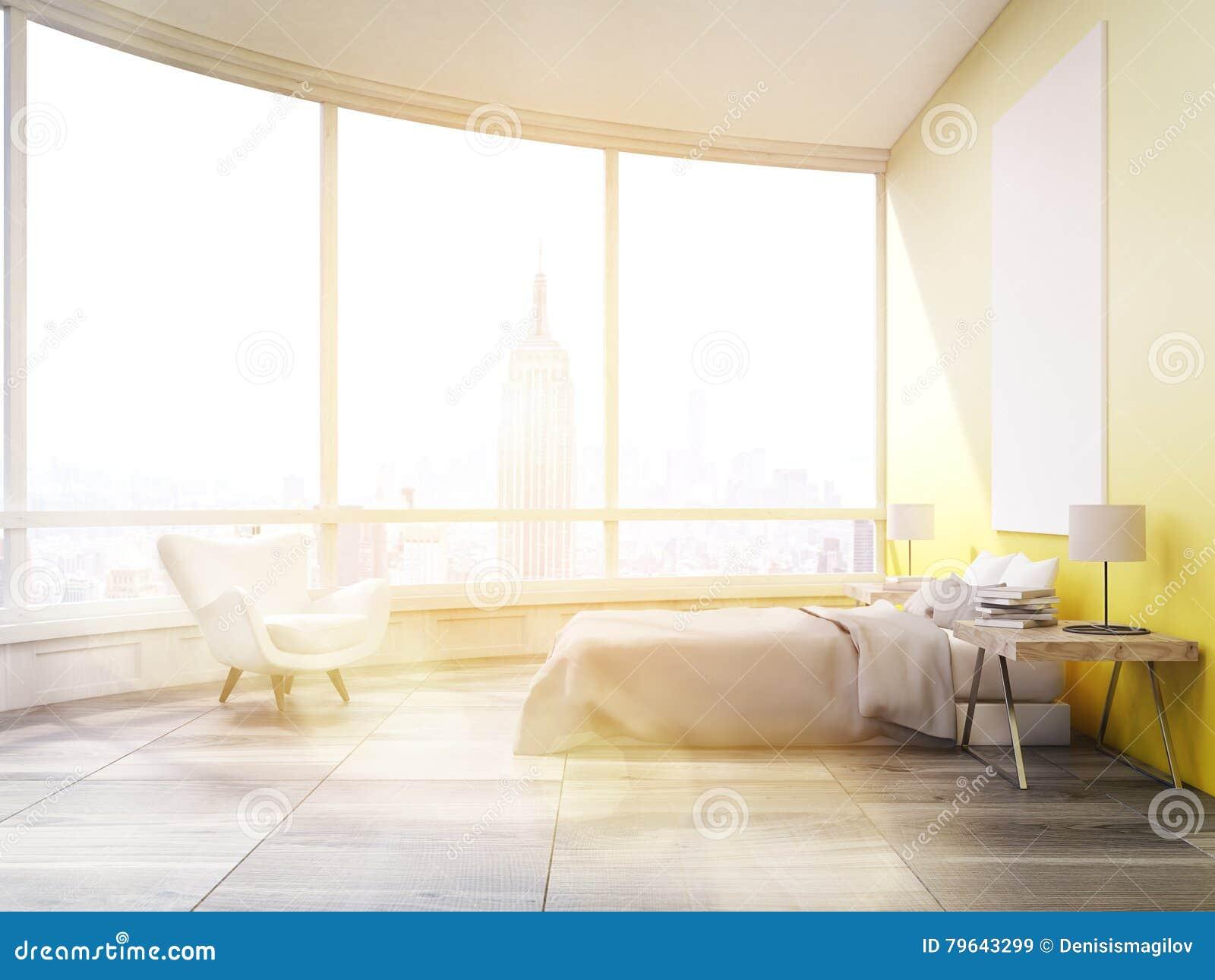 Gele Muur Slaapkamer : Zijaanzicht van zonovergoten slaapkamer met gele muren in new york