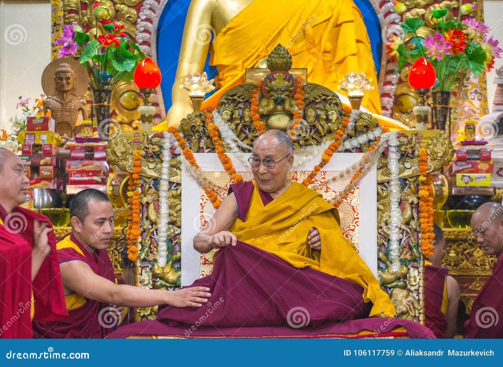 Zijn Heiligheid 14 Dalai Lama Tenzin Gyatso geeft het onderwijs in zijn woonplaats in Dharamsala, India