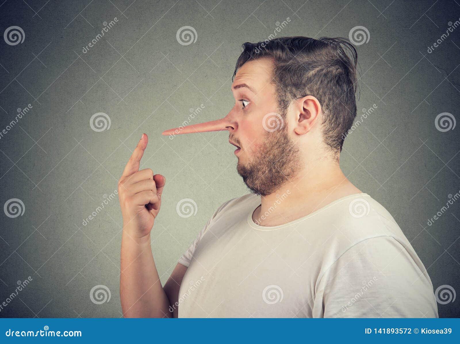 Zijprofiel van een geschokte leugenaarmens met lange neus