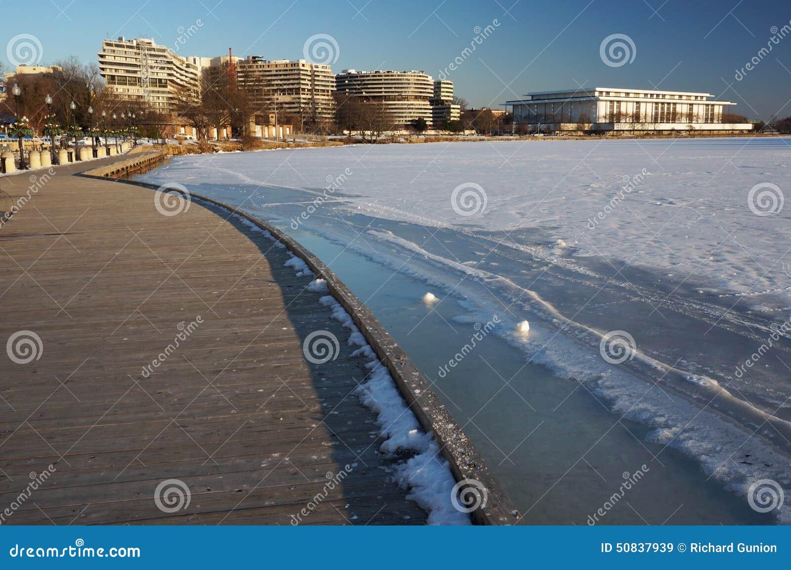 Zima przy Georgetown nabrzeżem