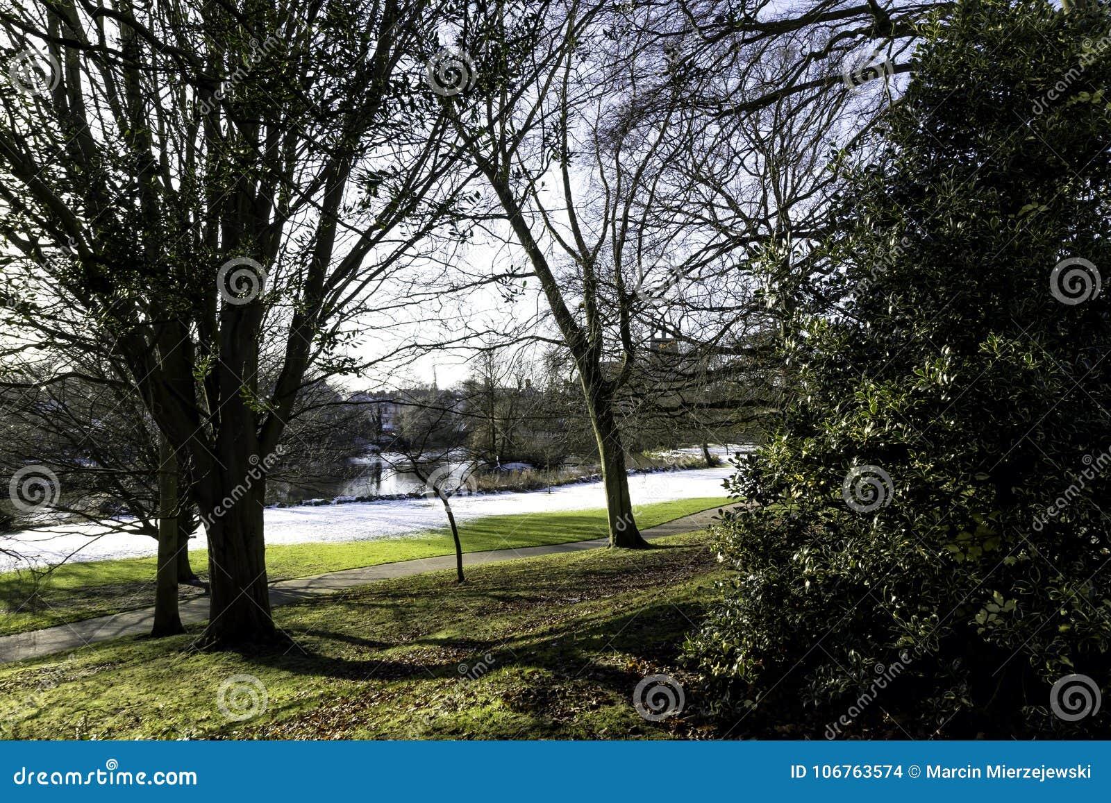 Zima w Królewskim Leamington zdroju Pompowy pokój, Jephson ogródy -/
