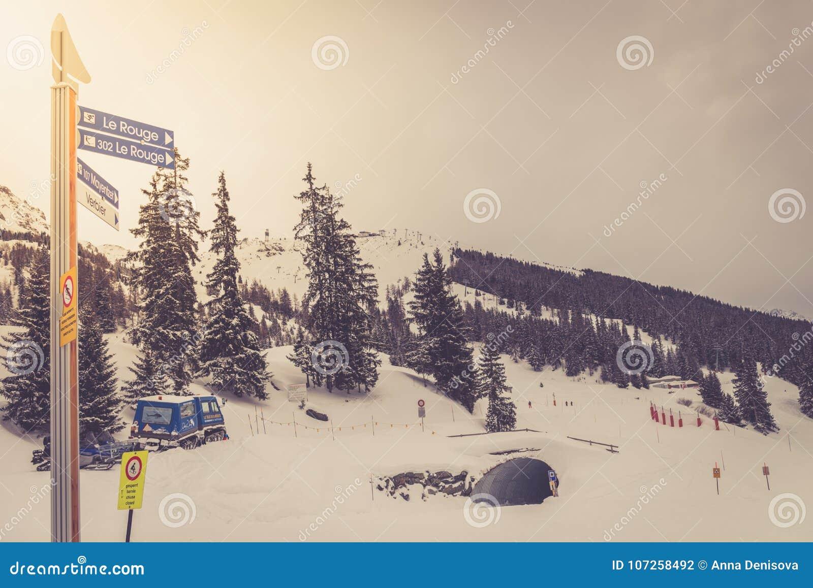 Zima widok na dolinie w Szwajcarskich Alps, Verbier, Szwajcaria