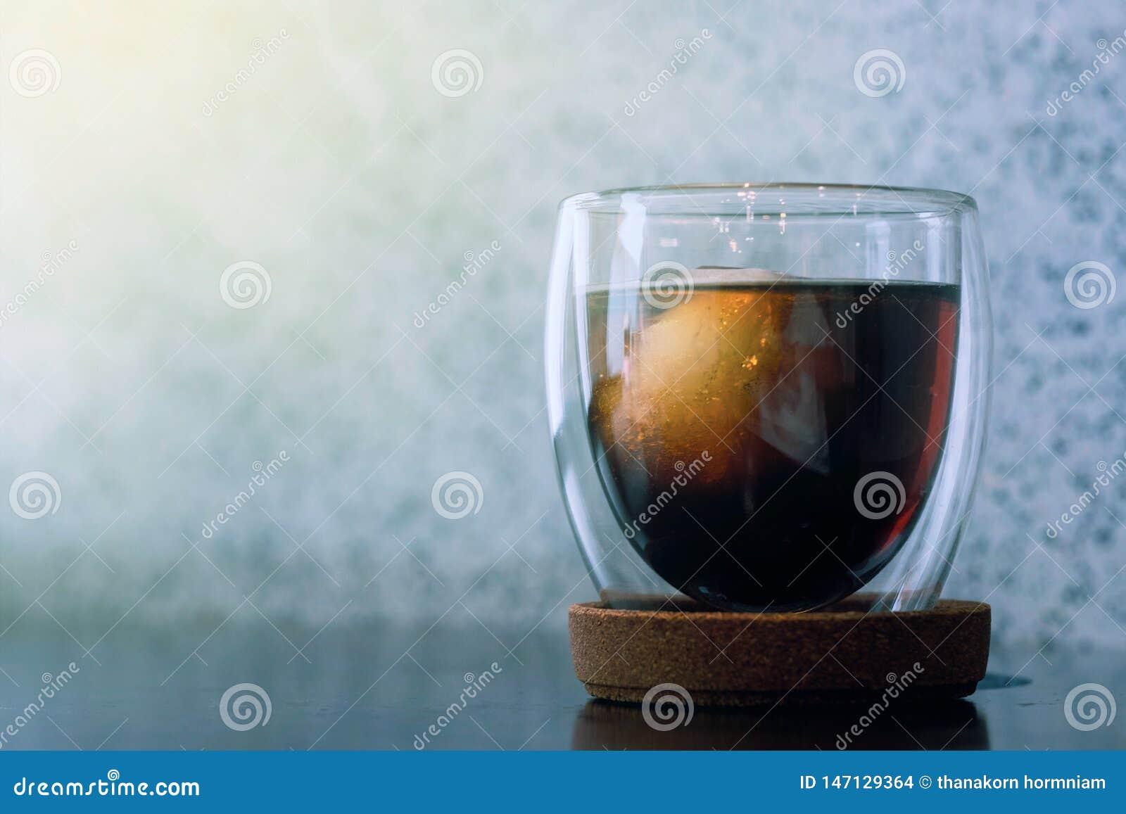 Zimna parzenie kawa