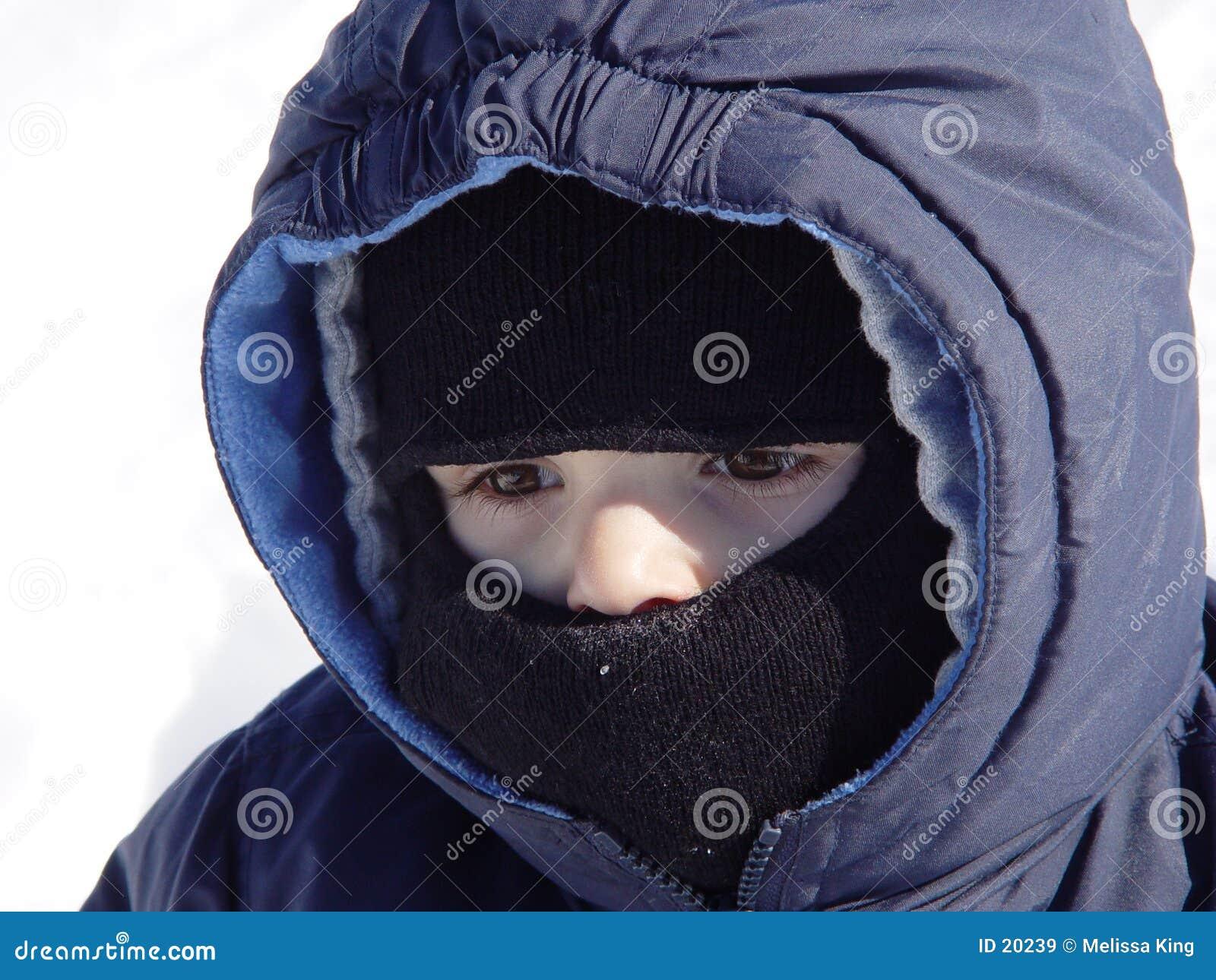 Zimno mały chłopiec