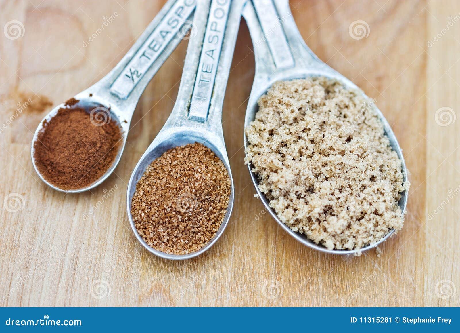Zimt, Kürbis-Gewürz und Brown-Zucker.
