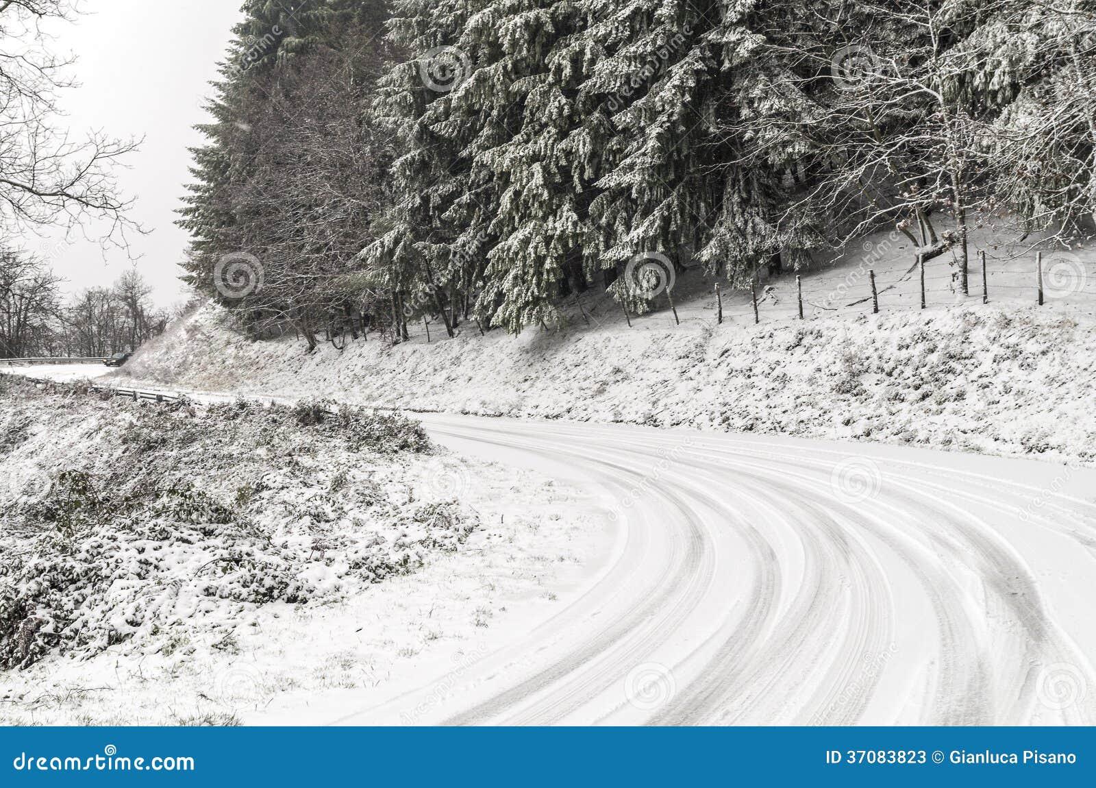 Download Zimy droga obraz stock. Obraz złożonej z opony, krajobraz - 37083823