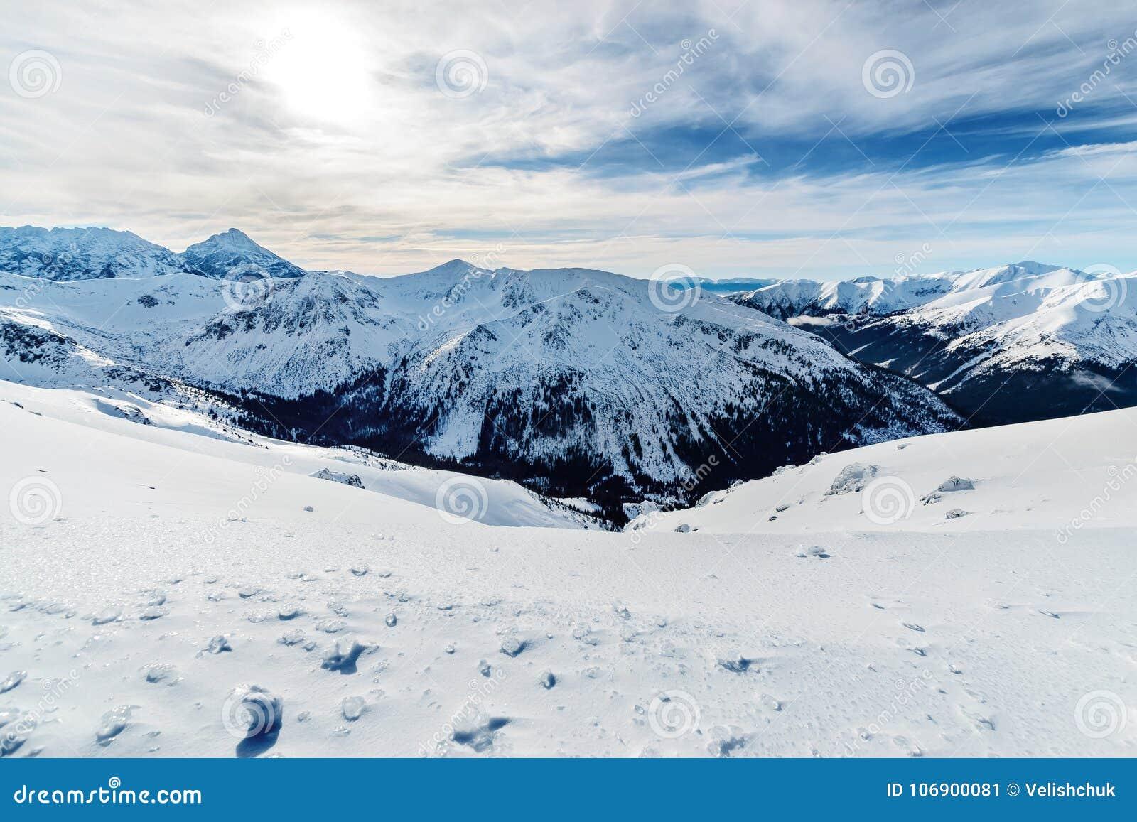 Zimy foto śnieżysty wysoki Tatras w Polska