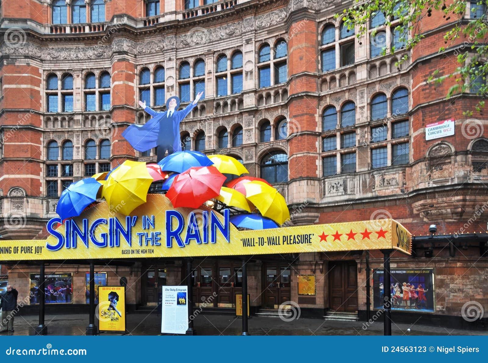 Zingend in de Regen toon - het Eind van het Westen, Londen