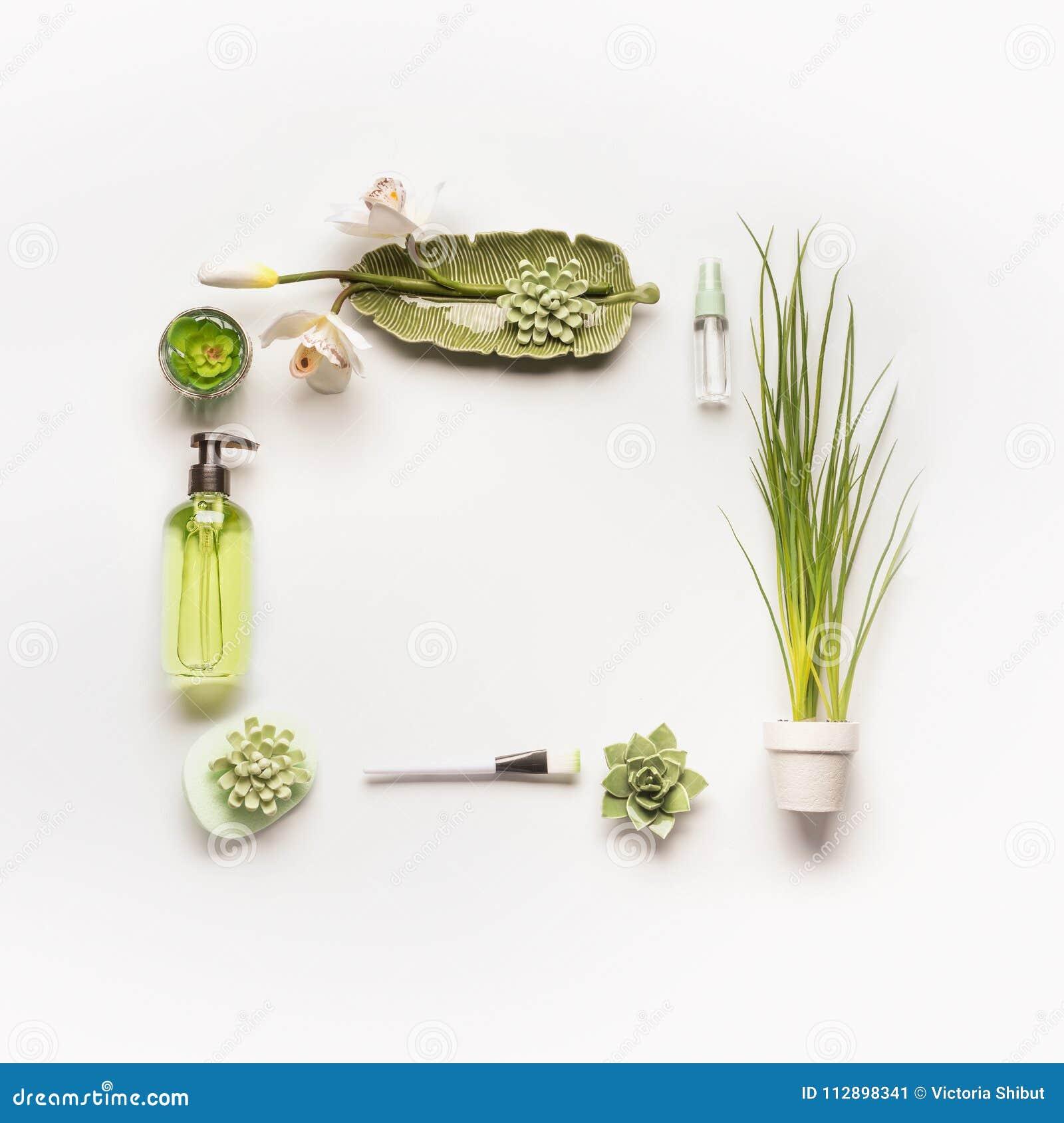 Ziołowy kosmetyczny pojęcie Rama zieleni kosmetyczni produkty, akcesoria, rośliny i orchidea, kwitnie na białym desktop