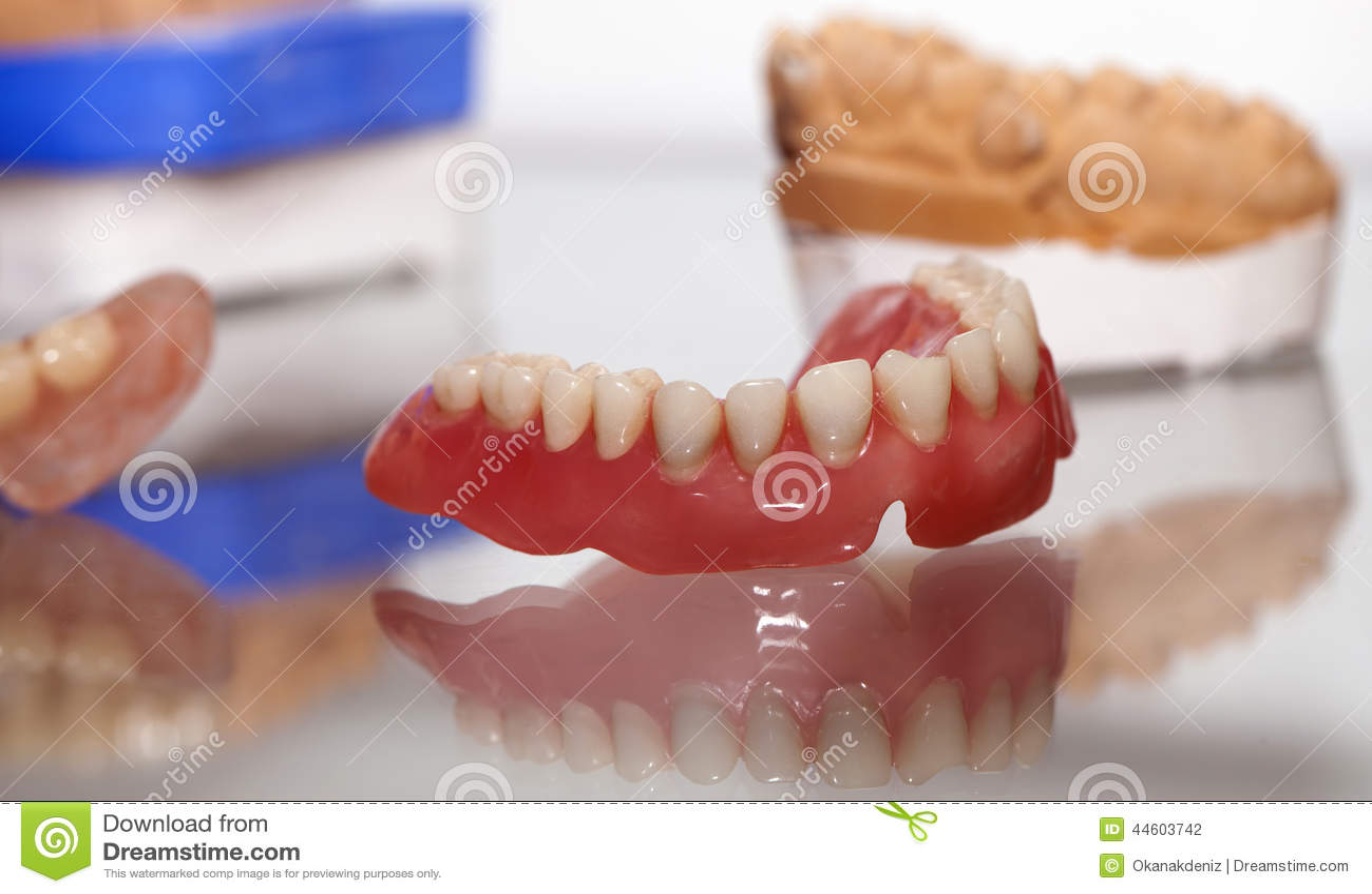 Zirkonium-Porzellan-Zahnplatte im Zahnarzt Store