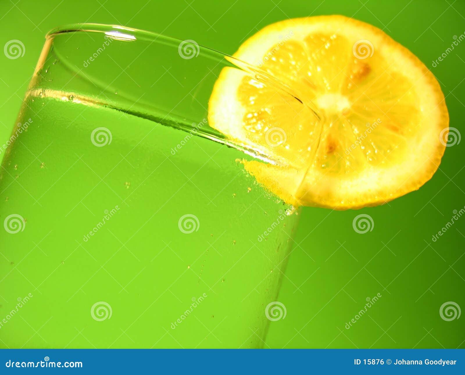 Zitrone-Wasser