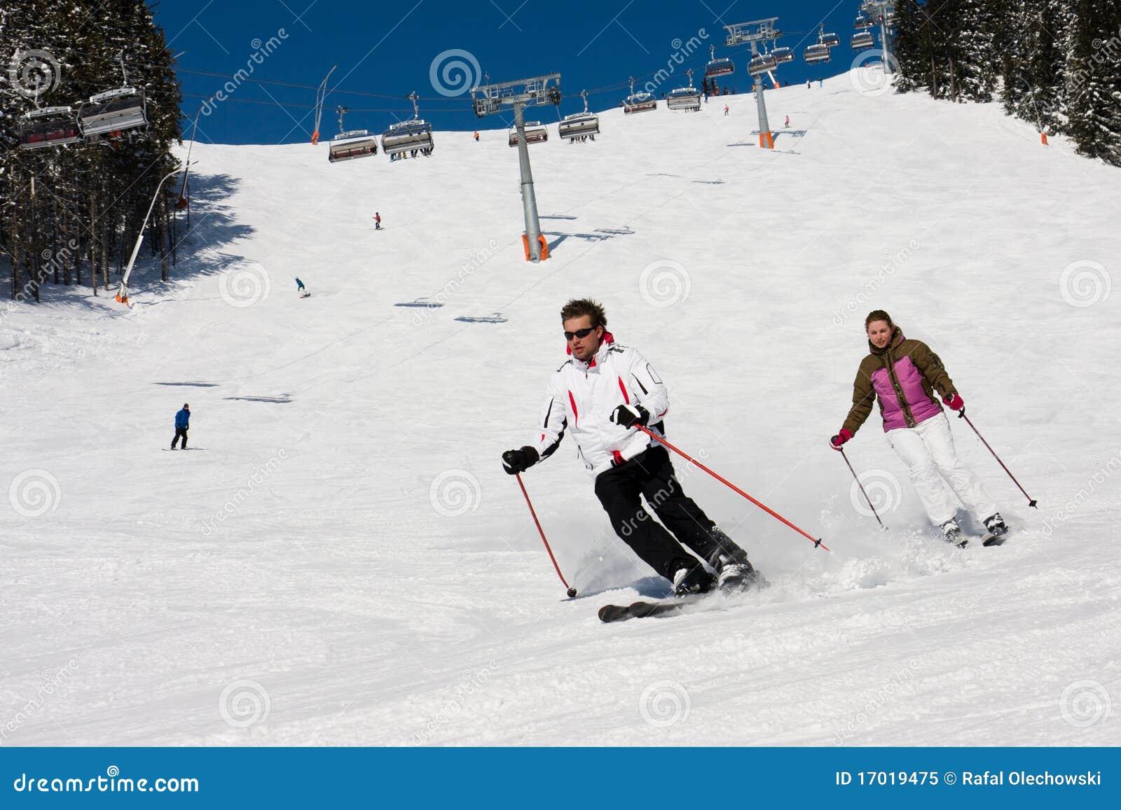 Zjazdowe narciarki dwa