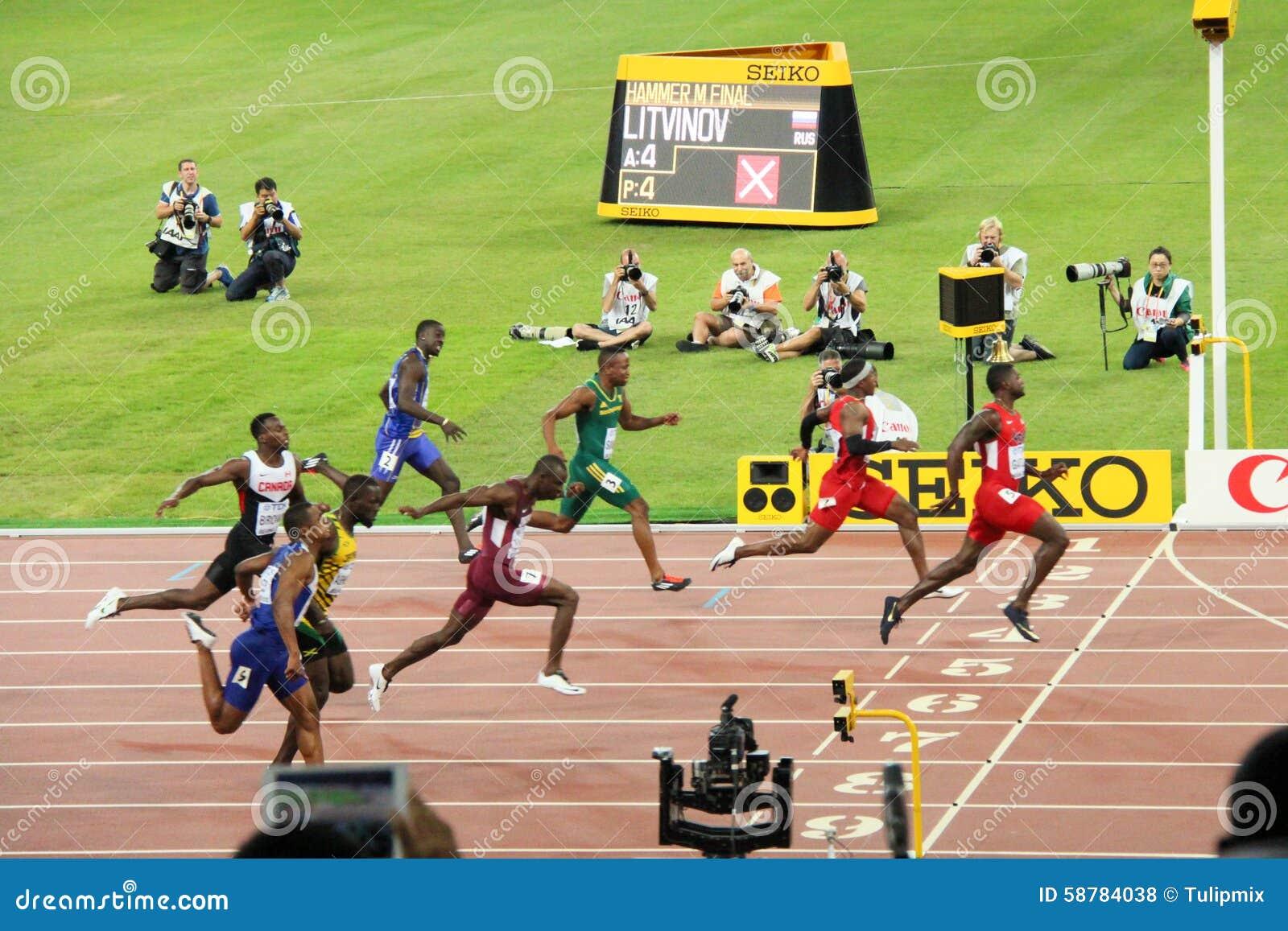 Zlany stanu Justin Gatlin prowadzi w 100 metres półfinałowych przy IAAF Światowymi mistrzostwami Pekin