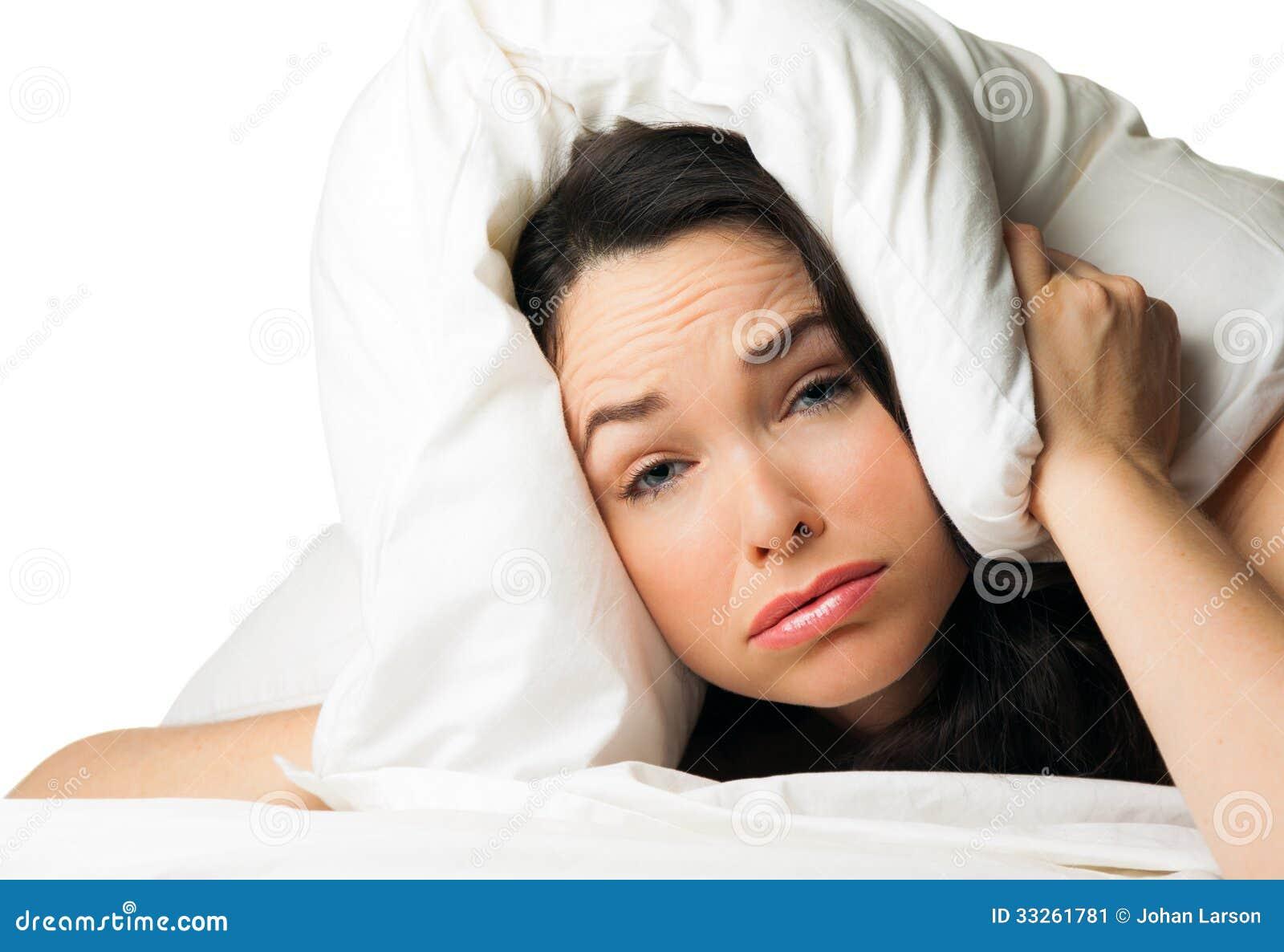 Zmęczona śpiąca kobieta