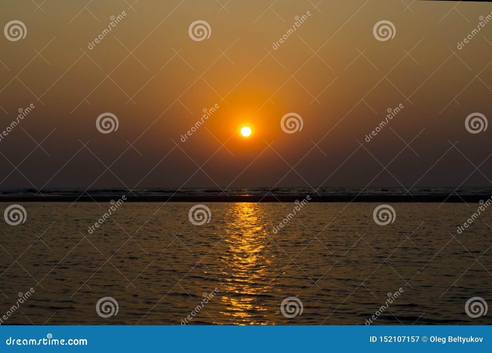 Zmierzch na oceanie indyjskim GOA
