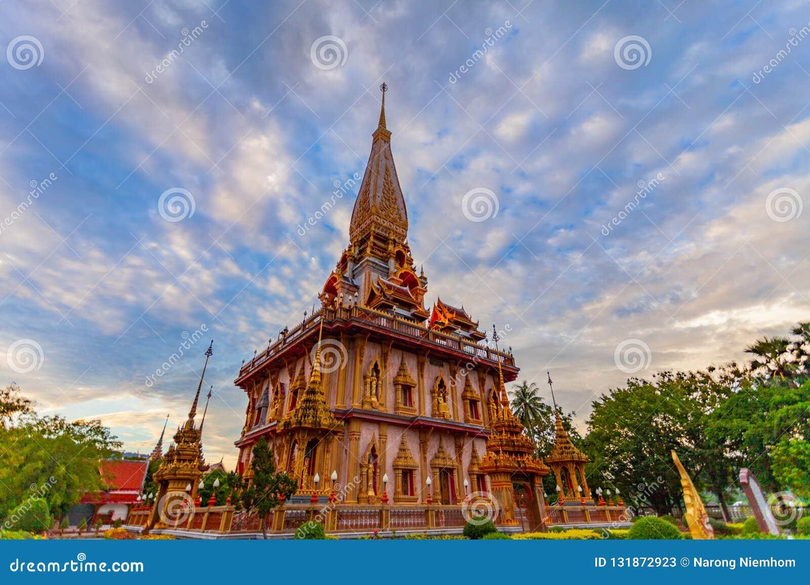 Zmierzch na pagodzie Chalong świątynia Wat Chalong jest wielki i najwięcej szanuje w Phuket