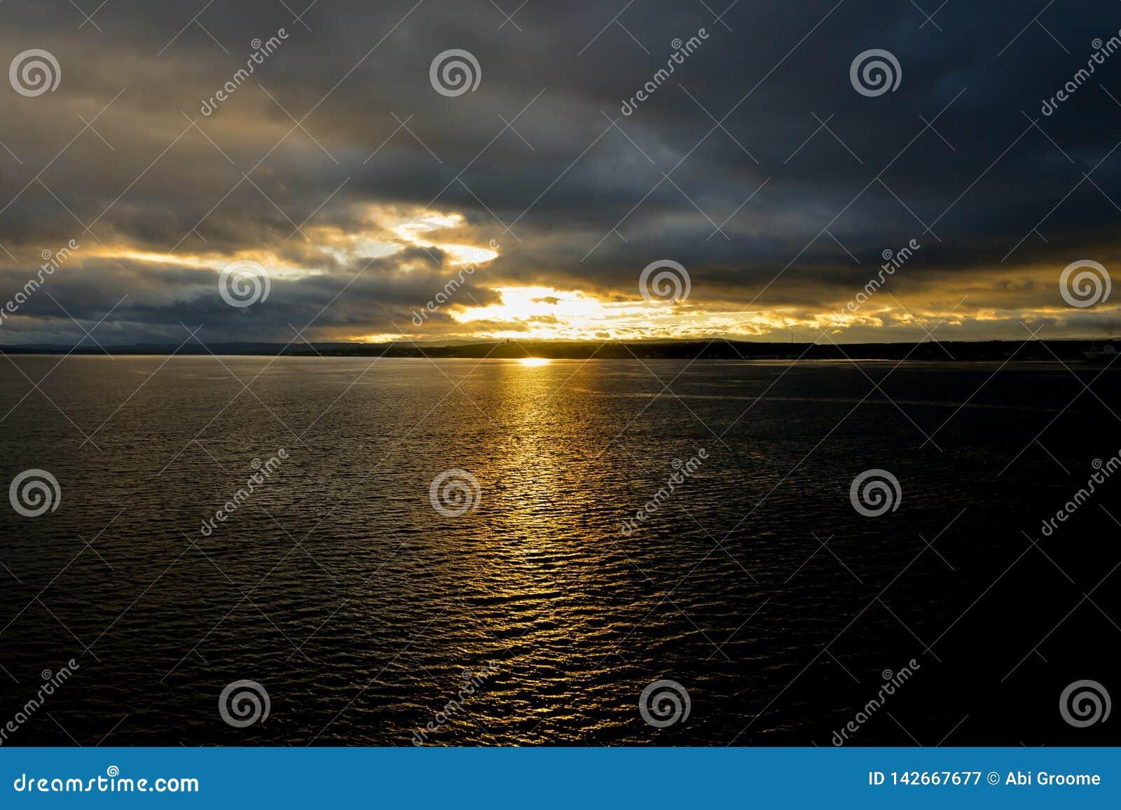 Zmierzch na St Lawrance rzece w Kanada