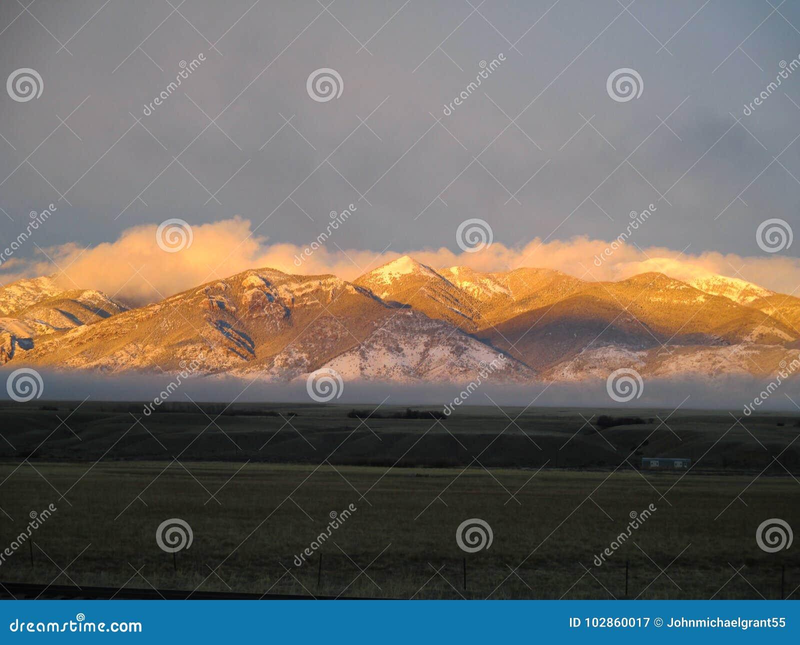 Zmierzch na Tabacznych Korzeniowych górach