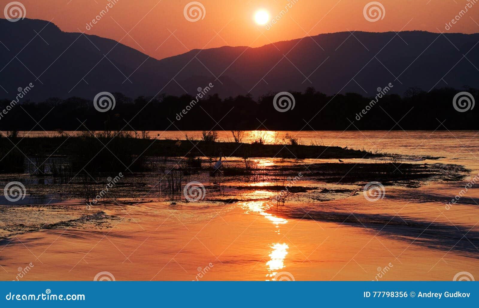 Zmierzch na Zambezi rzece africa Granica zambiowie i Zimbabwe