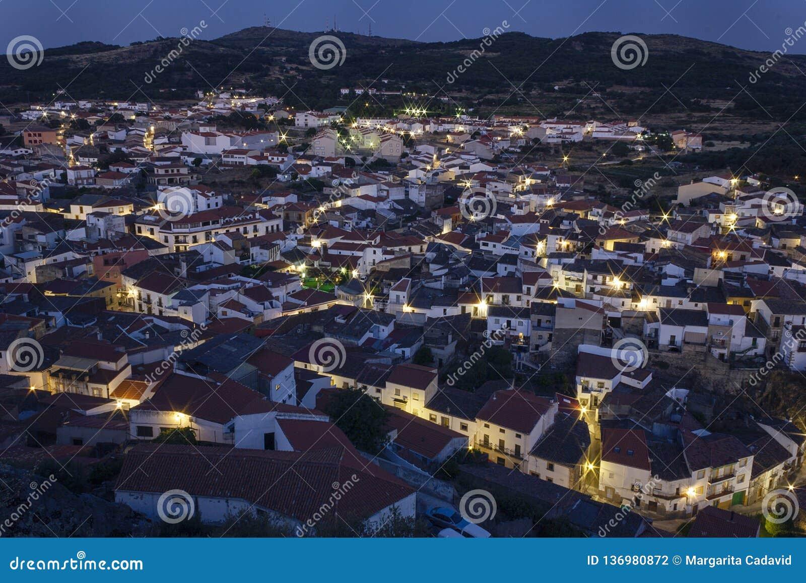 Zmierzch nad małym miasteczkiem Montanchez